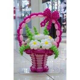 Розовая корзина с ромашками